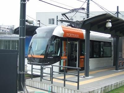 富山市:路面電車の活用が進む町04