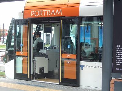 富山市:路面電車の活用が進む町05