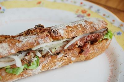 ご縁市ではロフティさんのスペシャルパンが売られている