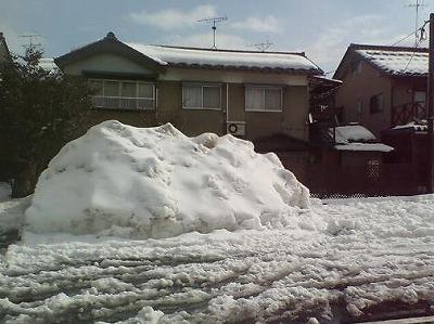 2時間の雪かきで山も小さく(雪かき後)01