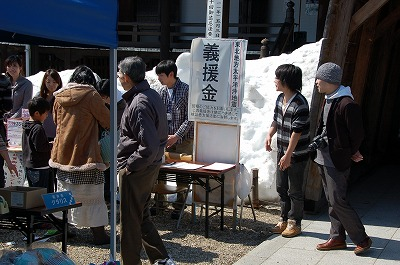 2011年最初の誠市は、日差しも人情も温かな幕開け。02