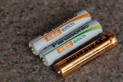充電式乾電池を使う際にはワッシャーを噛ますと良い場合もある。01