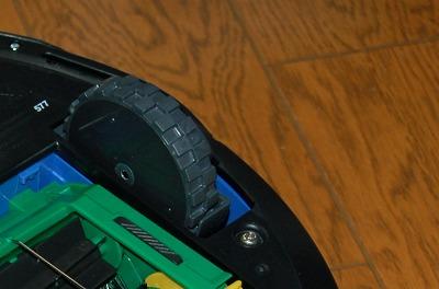 ロボットは大掃除の最中に力尽き再度メーカー修理へとなりました