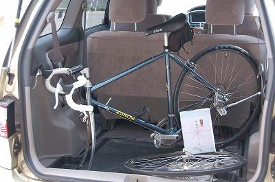 自転車を車に積む方法:ポイントは倒れなくすることでした。01