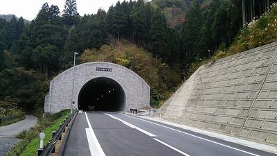 明日は雨、となれば今日の内に開通したホノケ山トンネルまで走りに行かねば01