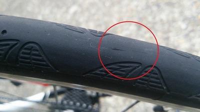コンチ(コンチネンタル グランプリ 4000 S2)の表面にスジ状のもの発見