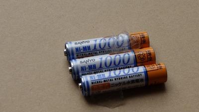 一晩でかなり放電するようになったのでGENTOS用の充電池を交換