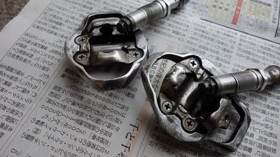 ギシギシ鳴くのはペダルが原因なのだろうか?とPD−A600のグリスアップを試みる。